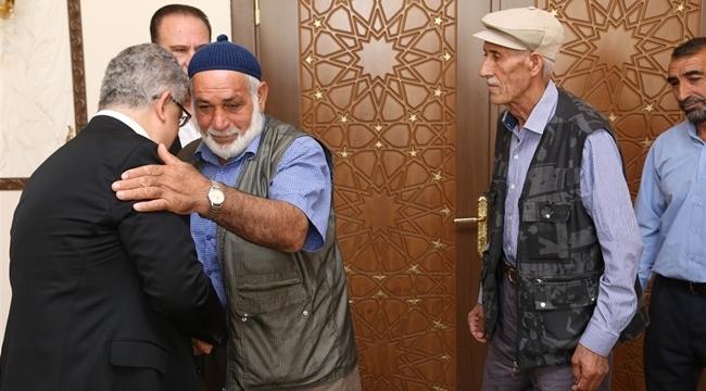 ŞEHİT AİLELERİNDEN VALİ PEKMEZ'E ZİYARET