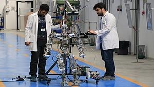 İNSANSI ROBOT AKINCI-4 ÜSTÜN YETENEKLERİYLE DİKKATİ ÇEKİYOR