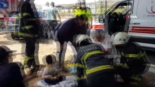 Kazada yaralanan 2'si çocuk, 4 yaralıya ilk müdahale refüjde yapıldı