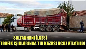 SULTANHANI İLÇESİ TRAFİK IŞIKLARINDA TIR KAZASI UCUZ ATLATILDI